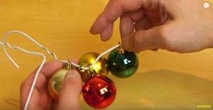 creating-ornament-wreath-1
