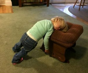 funny-kids-sleeping-anywhere-98-57a9dfee823fd__605