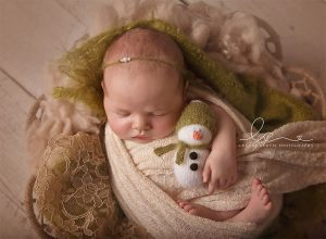 newborn-babies-christmas-photoshoot-knit-crochet-outfits-36-584ea74942970__880